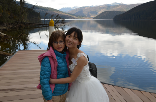 With her double anoraks my daughter was more comfortable that day in Yunnan than this lovely bride.