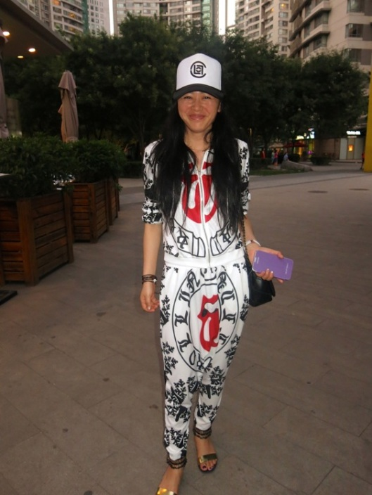 A Rolling Stones jogging suit with Chinese motif! love.