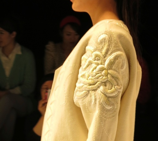 embroidered_sleeve