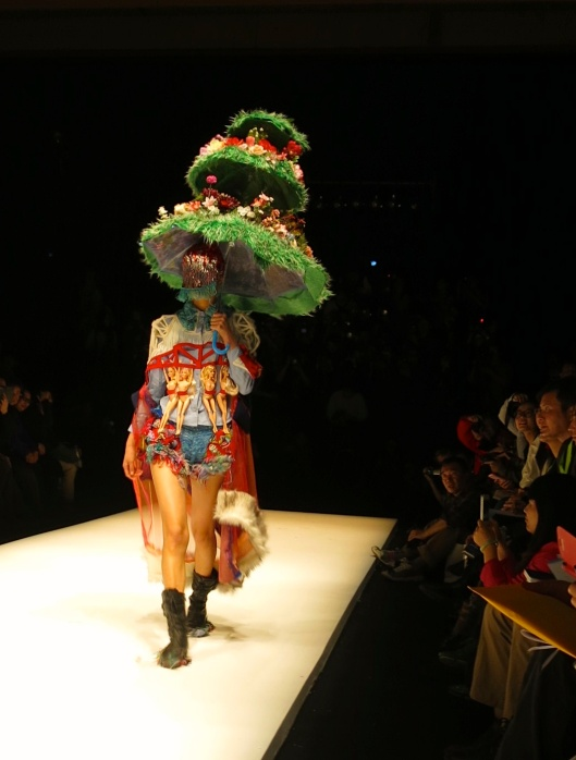 嘉鳳鳳 -  Jia FengFeng -  Inspired by excess consumerism, she played with reclaimed wool threads, toys and Barbie dolls to create one of the most striking looks from the University of