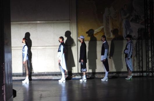 The final line up Place Vendôme, ambiance Film Noir.