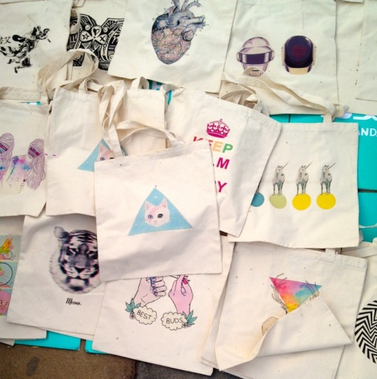 Those beautiful totes were all different and all super coo. Price 30 yuans, about 3.5 euros!