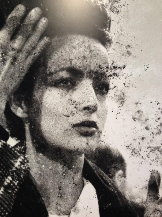 La brésilienne Betty Lago était une déesse des podiums et l'une des filles préférées de Claude Montana. C'était aussi une muse pour Yves Saint Laurent et le photographe Albert Watson pour qui elle posait de saison en saison.  Elle était très cool, et cette belle féministe est aujourd'hui une personnalité connue et adorée dans son Brésil natal.